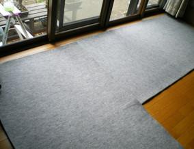 実際の養生の一例です。床や壁には養生材等を使い傷や汚れを防ぎます